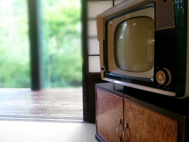 古い型のテレビ
