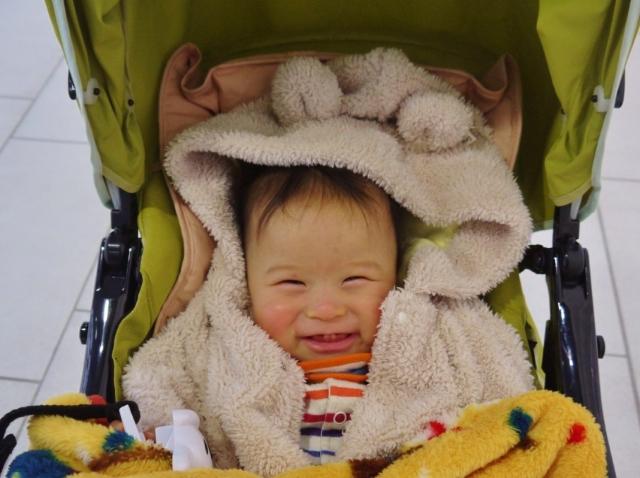 ベビーカーに乗った赤ちゃん
