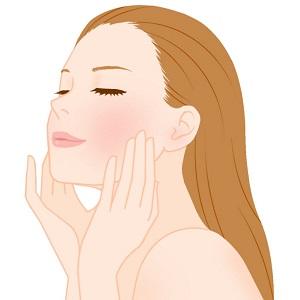 顔のマッサージをする女性