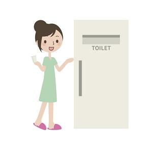 トイレに行く女性