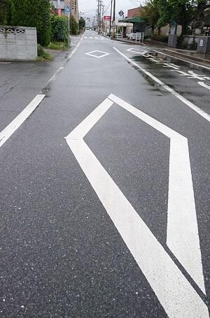 ダイヤマークの先に横断歩道