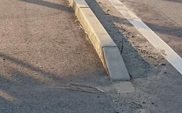 歩道の縁石