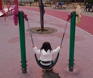 がめさん公園のブランコ
