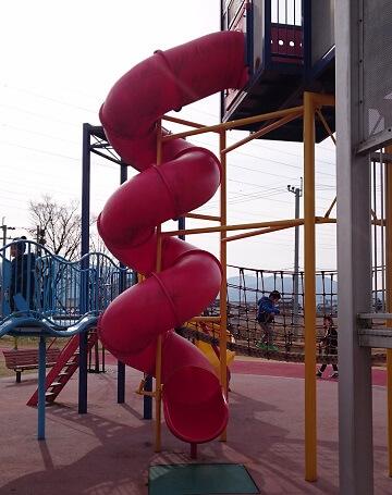 がめさん公園の滑り台
