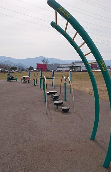 がめさん公園の遊具