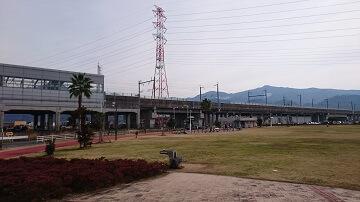 がめさん公園から見た新幹線