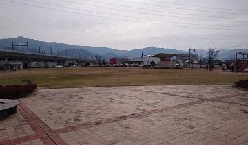 がめさん公園の広場