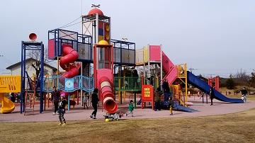がめさん公園の複合遊具