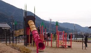 龍峯やまびこ公園の複合遊具