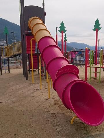 龍峯やまびこ公園のすべり台