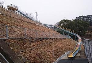 岡岳公園のローラーすべり台