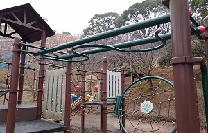 岡岳公園の複合遊具