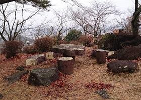 つつじヶ丘公園の休憩スペース